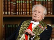 Maurice Druon fait son entré à l'Académie française en 1966. Avec son confrère et ami L. S. Senghor, ils siègeront à la Commission du dictionnaire.