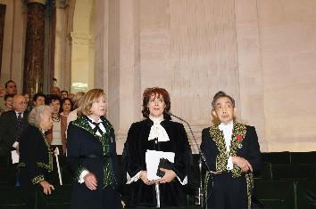Assia Djebar, sous la Coupole, le 22 juin 2006, avec Florence Delay et François Cheng \/ Copyright Académie française, B.Eymann