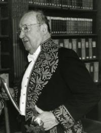 Henri Amouroux (1920-2007), journaliste-reporter, appartenait à l'Académie des sciences morales et politiques. © Louis Monier