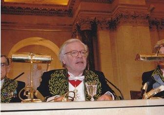 Pierre-Jean Rémy prononce le discours de réception d'assia Djebar, sous la Coupole, le 22 juin 2006\/ Copyright Académie française, B.Eymann