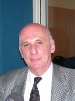 Philologue et médiéviste, Michel Zink est membre de l'Académie des inscriptions et belles-lettres.