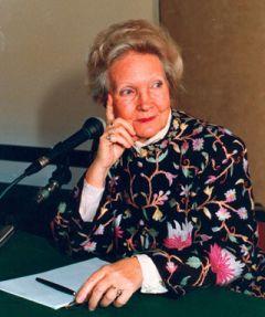Evelyne Sullerot, cofondatrice du Mouvement français pour le planning familial, correspondant de l'Académie des sciences morales et politiques.
