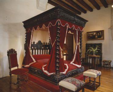 Dans cette chambre, Léonard de Vinci rendit l'âme le 15 mai 1519 à 67 ans.