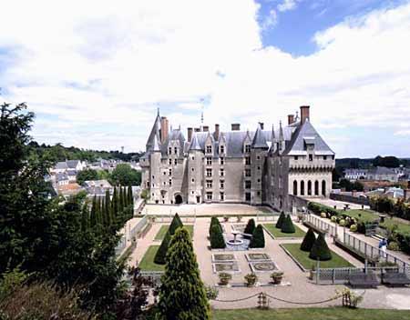 Le château de Langeais côté jardins.