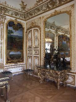 Le décor intérieur de la Galerie des Batailles a été financée par l'Etat et le mécenat.
