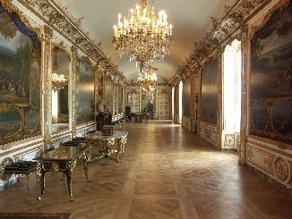 La Galerie des Batailles du château de Chantilly comporte onze tableaux où figurent les faits d'armes du Prince de Condé.