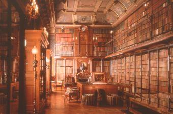 La bibliothèque est l'une des plus belles pièces du château.