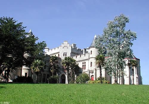 C'est dans son château à Hendaye qu'Antoine d'Abbadie installe son observatoire en 1858.