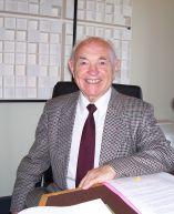 Le fondateur Yves Cotrel au studio de Canal Académie.