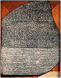 La pierre de Rosette fut découverte en 1799, durant la campagne de Napoléon en Egypte par un jeune officier du génie, Pierre-François-Xavier Bouchard.