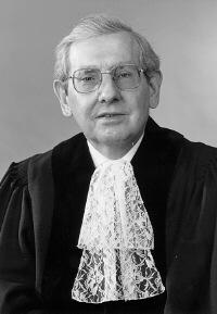 Gilbert Guillaume, juriste.