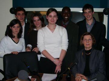 Des étudiants en droit international à l'université de Poitiers, sont venus rendre visite à leur professeur Françoise Thibaut, également chroniqueuse à Canal Académie.