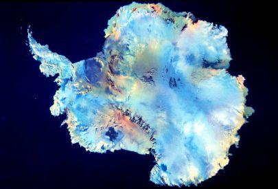 L'Antarctique, c'est 15 millions de km2, 30 millions de km3, 75% de l'eau douce, 90% des glaces.  Si la glace antarctique venait à fondre entièrement, elle recouvrirait le globe de  60 mètres d'eau au dessus du niveau de la mer.