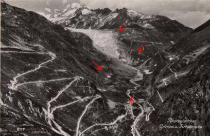 Le glacier du Rhône en 1914. (les flèches rouges indiquent la position en 1850).