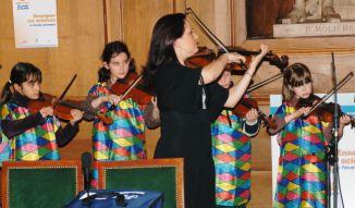 Les petits altistes de l'Ecole nationale de musique de l'Häy-aux-Roses. Alto et direction, Karine Lethiec.