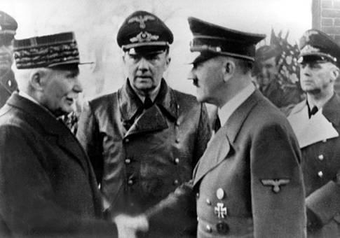 Le 24 octobre 1940, le maréchal Pétain accueille Hitler pour l'entrevue de Montoire.