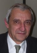 Alain Baumelou a remis son rapport au ministre de la santé Xavier Bertrand, sur la médication familiale