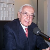 Jacques de Larosière est membre de l'Académie des sciences morales et politiques depuis 1993, dans la section générale