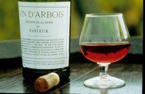Pourquoi les Français,  consommateurs de vin, sont-ils  deux fois moins touchés par les accidents cardio-vasculaires que les Américains?