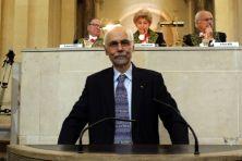 Fotis Kafatos, membre de l'Institut, associé étranger de l'Académie des inscriptions et belles-lettres, le 23 octobre 2007, sous la Coupole