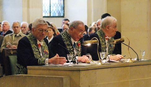 Michel Albert, Lucien Israël, François Terré à la tribune sous la Coupole de l'Institut de France, le 12 novembre 2007