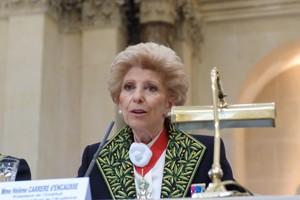 HéLène Carrère d'Encausse, prononçant le discours sur la vertu, sous la Coupole