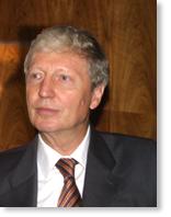 Jules Hoffmann de l'Académie des sciences, élu à l'Académie française le 1er mars 2012.