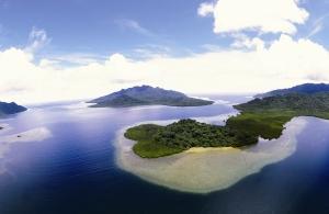 Vue aérienne de Vanikoro – Photo Association Salomon. DR