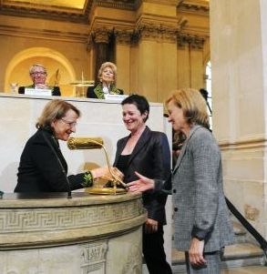 Nicole Le Douarin, Catherine Lubetzki et Anna Baron Van Evercooren (de gauche à droite), sous la Coupole le 12 juin 2008