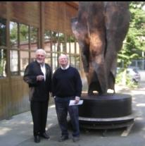 Jean Cardot et le fondeur, Fonderie d'art de Coubertin, 9 juin 2008