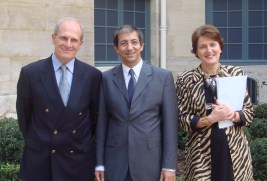 Jean-René Bourrel, responsable de programmes à la direction de l'éducation et de la formation à l'OIF, Michel Boiron, directeur du CAVILAM, et Hélène Renard, directrice de la radio