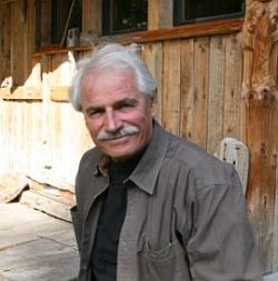 Yann Arthus-Bertrand, 1<sup>er<\/sup> octobre 2008, dans le jardin de l'Agence Altitude