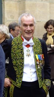 Pierre Schoendoerffer membre de l'Institut accueillait, selon l'usage, son nouveau confrère par un discours de réception