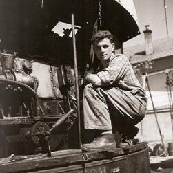 Pierre Gianadda, petit frère de Léonard à Martigny, 1957