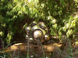 Sculpture de Pol Bury dans le parc de la fondation Gianadda