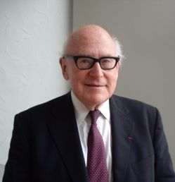 Glen Warren Bowersock, associé étranger de l'Académie des inscriptions et belles-lettres