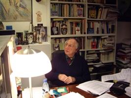 Maurice Godelier à son bureau de l'EHESS © Emilie Joulia \/ Canal Académie