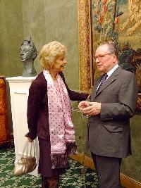 Hélène Carrère d'Encausse, Secrétaire Perpétuel de l'Académie française s'entretenant avec Gabriel de Broglie, Chancelier de l'Institut