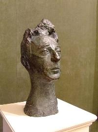 Le buste de Cocteau sculpté par Gestalder