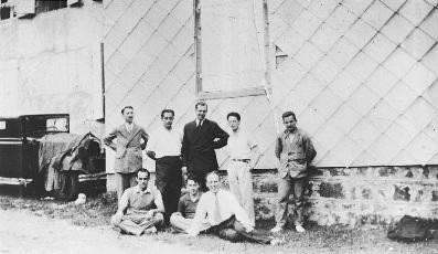 Le groupe Bourbaki réuni à Besse en juillet 1935. Debouts: Henri Cartan, René de Possel, Jean Dieudonné, André Weil. Assis: Szolem Mandelbrojt, Claude Chevalley.