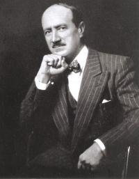 Saint-John Perse,  pseudonyme d'Alexis Léger, est un poète et diplomate français, né le 31 mai 1887 à la Guadeloupe