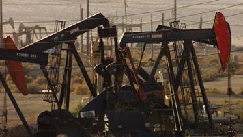 Champs de pétrole près de Bakersfield en Californie, États-Unis (35°28' N – 119°43' O)