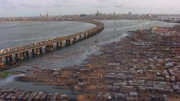 Bidonville de Makoko, face à l'île de Lagos, Lagos, Nigéria (6°30' N - 3°24' E)