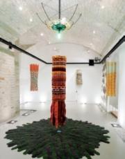 La Belle au bois dormant (pendant qu'elle dormait), montage-ruban, installation de David Elliot Salamanovich, 2008