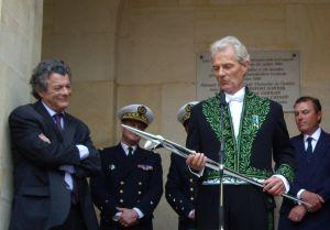 Le ministre Jean-Louis Borloo et Jacques Rougerie, cérémonie de remise d'épée d'académicien, 3 juin 2009, Cour d'honneur de l'Institut de France