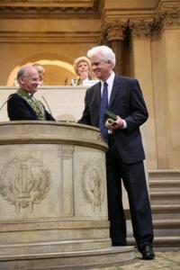 Alain Carpentier, Vice-président de l'Académie des sciences et Eric Olson, Lauréat du Grand Prix scientifique de la Fondation Lefoulon-Delalande, 10 juin 2009, Coupole de l'Institut de France