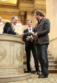 Christian Dumas (gauche), de l'Académie des sciences, Olivier Voinnet (droite) et Hervé Vaucheret (centre), Lauréats du Grand Prix scientifique de la Fondation Louis D., 10 juin 2009, Coupole de l'Institut de France