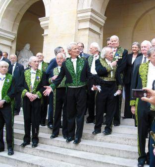 L'académicien Jacques Rougerie entouré de ses confrères, 3 juin 2009, Cour d'honneur de l'Institut de France
