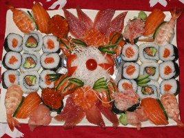 Plat japonnais fait de sushi, sashimi et maki