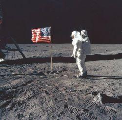 Neil Armstrong:  Cest un petit pas pour l'homme, un pas de géant pour l'humanité, le 21 juillet 1969